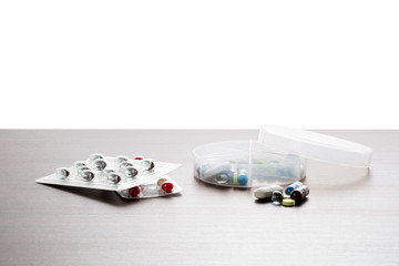 Tabletten in einer Dosierungs Dose