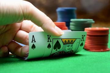 Ass und König beim Kartenspiel und Poker