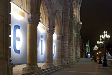 Wiener Rathaus und Votivkirche bei Nacht