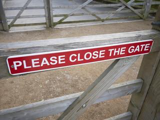 Please close the gate sign UK