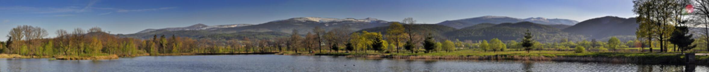 Fototapeta Panorama Karkonoszy ze Stawów Podgórzyńskich obraz