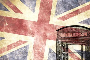 Cabina de teléfonos, londres con la bandera Britanica