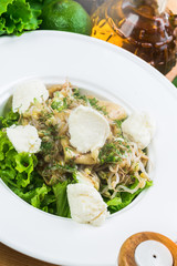 Salad with chiken and cheese