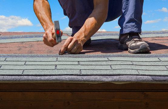 Erneuerung Gartenhausdach mit gemusterter Dachpappe