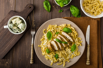 Pasta with cheese and chicken