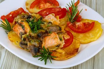Roasted salmon with potato and tomato