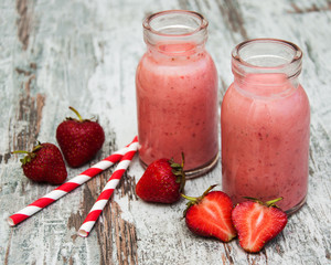 Strawberry fruit smoothies with fresh strawberries