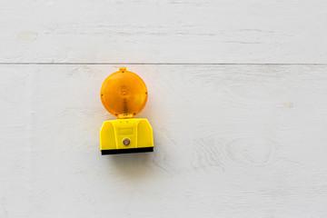 Holzwand Baustelle Lampe