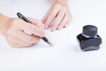 weibliche Hand schreibt
