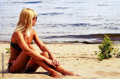 Фото блондинок на пляже со спины, юри видео порно