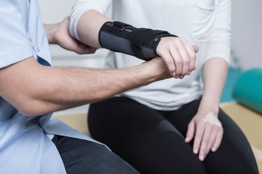 Using wrist immobiliser
