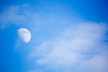 Luna in pieno giorno