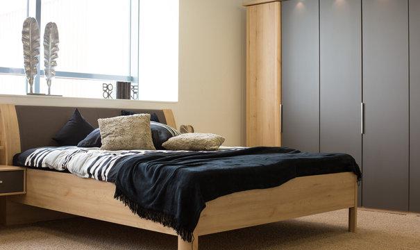 Bett in privatem Schlafzimmer