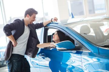 couple chooses the car