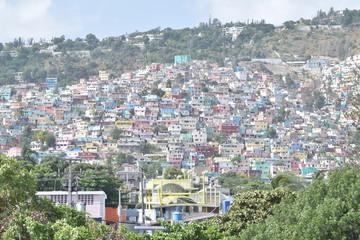 Jalousie Bidonville  decore par l'etat haitien pour cache le malheur.