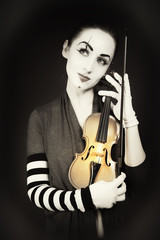 woman mime playing the violin