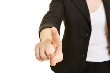 Finger einer Hand drückt Touchscreen