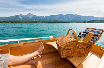 Picknick am Boot beim See