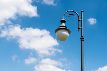 Fotomurales - Retro Street Light Pole Against Blue Sky