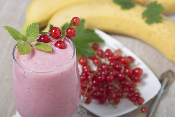 Smoothie of banana with red currant