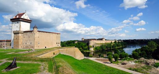Festung Hermannsfeste Narva / Estland und Festung Ivangorod / Russland