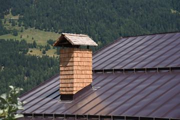 Cerca immagini tetto con lamiera for Casa montagna camino