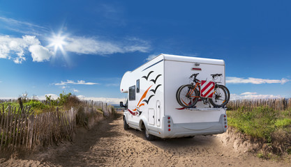 Photo sur Plexiglas Camping Camping On the Beach