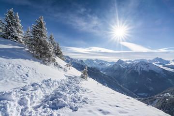 Soleil sur les pistes de ski