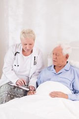 Doctor interviewing patient before operation