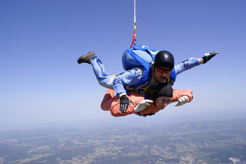 Skydivers tandem jumping wiht gloves