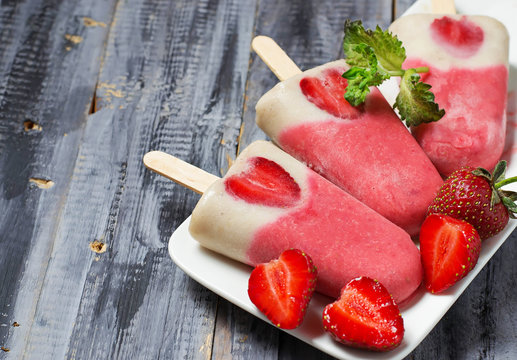 Strawberry banana popsicle with fresh berry