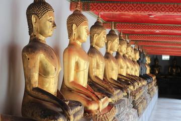ワットポー寺院に並ぶ仏像