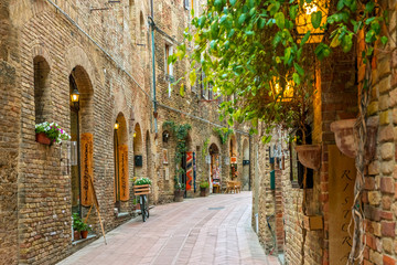 Wall Mural - Alley in old town San Gimignano Tuscany Italy