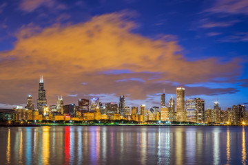 Keuken foto achterwand Kuala Lumpur Chicago downtown skyline and lake michigan at night