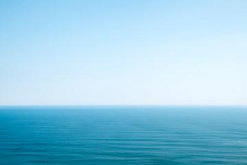 海と水平線と青空