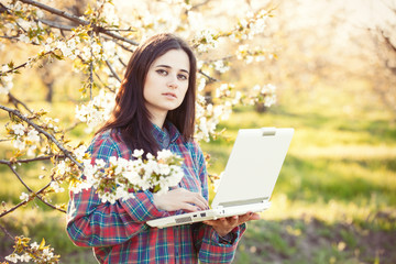 women in shirt with notebook