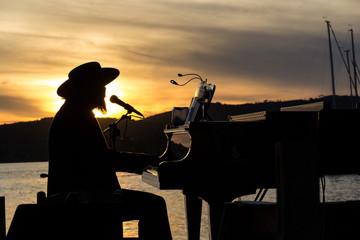 Cantante sul lago
