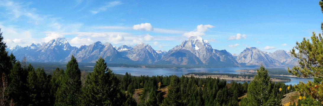 The Teton Range is a mountain range of the Rocky Mountains (Wyoming, USA), just south of Yellowstone National Park.