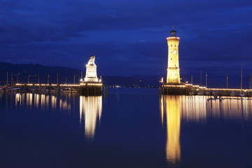 Port with lighthouse and sculpture of the Bavarian Lion, Lake Constance (Bodensee), Bavaria, Germany, Europe