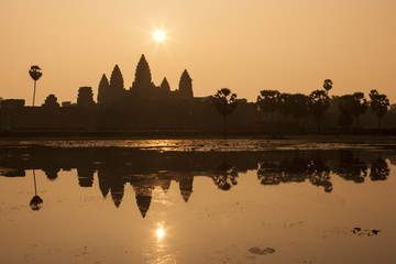 Angkor Wat at sunrise, Angkor Wat Temple complex UNESCO World Heritage Site, Angkor, Siem Reap, Cambodia, Indochina, Southeast Asia, Asia