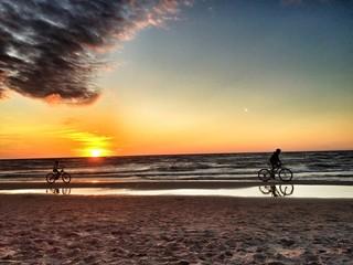 biker im sonnenuntergang