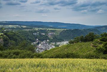 Stadt Sankt Goar gesehen von oben am Loreleyfelsen