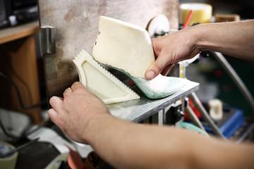Formowanie buta w zakładzie szewskim