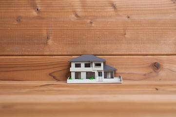 木材と住宅模型