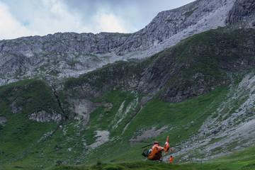 First aid helicopter in the allgäu alps / kemptner hütte / E5