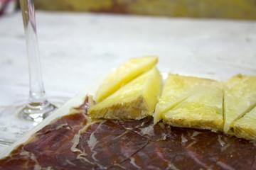 Jamón ibérico y queso curado