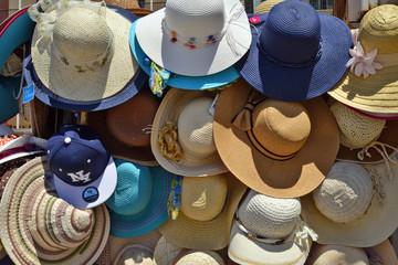 cappelli di paglia colorati in vendita