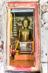 アユタヤ寺院の古い黄金仏
