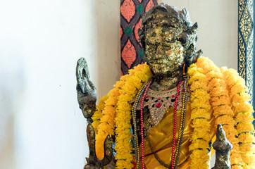 アユタヤ寺院の古い黄金仏像