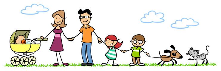 Familie mit Kindern und Baby in der Natur